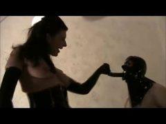 LATEXLADY Mein Sklave mit der Dildomaske 02