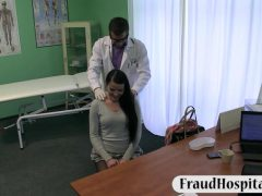Fraud doctor fucked the black hair babe in the hospital