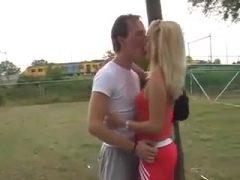 Blondje beleeft geile buitenseks