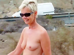 Nackt an der Strasse