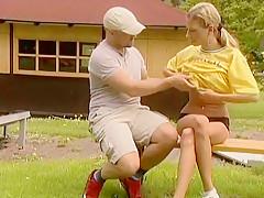 Geile college girl-Sau outdoor geil durchgefickt