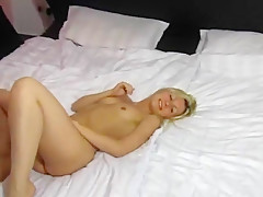 Blonde Schwanzlutscherin holt die ganze Ficksuppe raus!