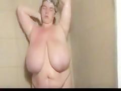 Suesse speckmaus in der dusche