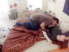 Junger Typ fickt seine Freundin mit versteckter Kamera