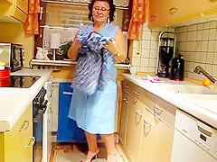 Fette geiel kuechen oma zeigt ihr fickfleisch