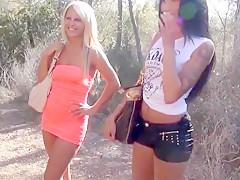 Zwei sexy girls im urlaub beim wandern gefickt