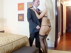 Deutsche luxushure aufs hotelzimmer bestellt