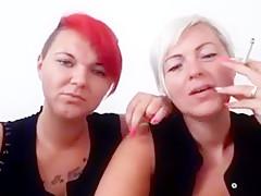 Mutter und tochter rauchen zusammen german