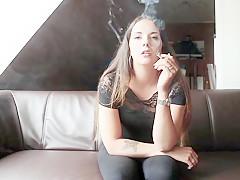 Yasmina beim rauchen gefilmt german