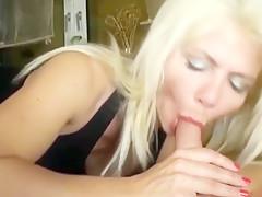 Eine blonde hure auf einer dating-seite fick