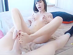 Amateur footjob mit super sexy college girl fuessen