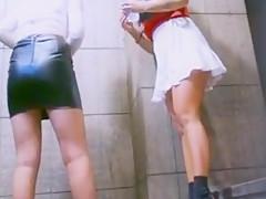 Besoffener Russin und Freundin unter den Rock gefilmt!