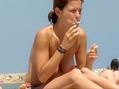 Raucherfotze mit riesigen Vorhoefen!