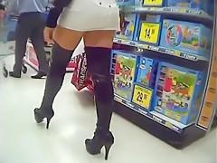 Einkaufsrausch Sydney James im Spielzeugladen