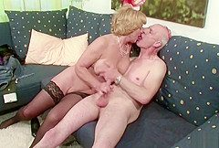 Deutsche Oma und Opa ficken das erste Mal vor der Kamera