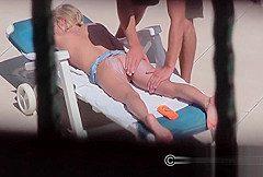 Blondie fickt den Pool Reinger