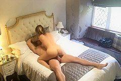 Versteckte Kamera im Hotelzimmer filmt geiles Paar