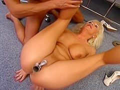 Blonde Ärztin fickt Doktor Hardcore in Uniform in deutschem Porno