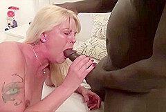 Mutter fickt schwarzen Freund des Sohn als Papa arbeiten ist
