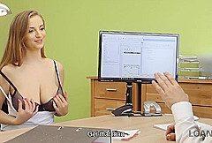 LOAN4K. Loan Agent gibt eine Chance zu schönen natürlichen Suzie Sun