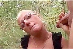Hot Deutsch Blondine Mit Brille Im Freien