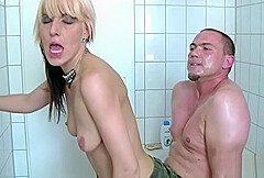 bruder-ueberrascht-sie-im-badezimmer-und-bringt-sie-zum-fick-666081 720p 6660811