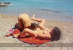 VISIT-X Sie wird am Strand mit ihrer BFF beim Ficken gefilmt