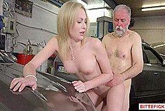 Frances nutzt den alten, jungen Mann, um einen Pflaumenjob zu bekommen