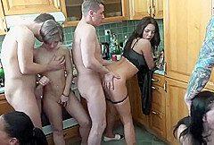 Auf Der Sex Party Gierige Ficklocher Gestopft